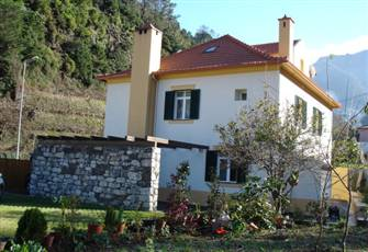 House surrounded by garden and small farm, ideal for nature lovers