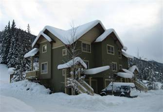 Two-Bedroom Townhome Perfectly Situated for Golfing, Swimming or Skiing