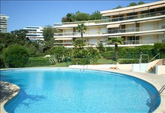Luxury living with beautiful pool and private garden - one bedroom apartment