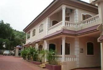 GOA - 4 Bedroom Villa with Pool, 10 mins from Baga