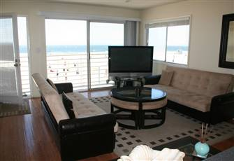 Unobstructed ocean views right in front of the beautiful white sandy beach!