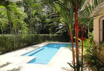 Upscale House in Quiet Residential Area Close to Beach ,Golfing, Zip Lines