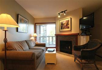 Comfortable Multi-Level 1-Bedroom with Air Conditioning, Kitchen, and Fireplace