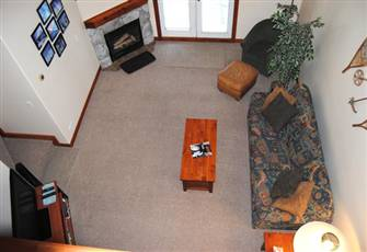 2 Bdr - Sleeps 8 - Big Living Area, Pet Friendly, Family Suited. Ski in/Ski out!