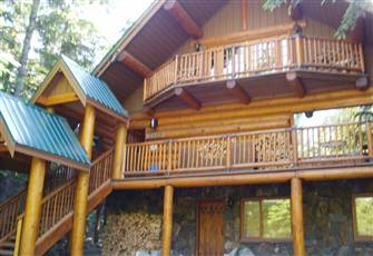 Stunning, Log Chalet Walk to Lift and Ski out, 3 Rooms