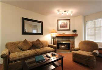 Elegant 1-Bedroom Condo with Full Kitchen and Gas Fireplace