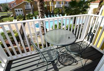 Spacious Townhome, 2 Master Suites/ Steps to Pool/ Gated / Minutes to Disney