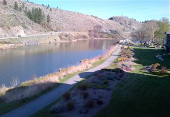 Okanagan Lakeside Vacation Rental Awaits you