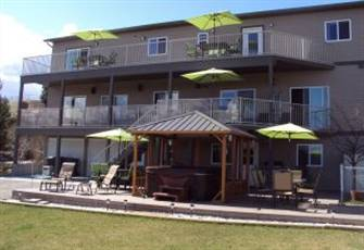 2 Queen Bedroom Garden Vacation Suite Located in the Heart of  Okanagan Valley
