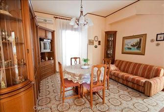 Holiday Home, Elegant, Air-Conditioned Apartment in City Center