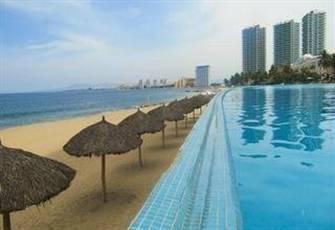 Prestigious 2 Bedroom plus Den Condo in Peninsula Towers