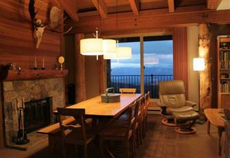 True Ski-in-Ski out, Top Floor Location. Perfect for Families.