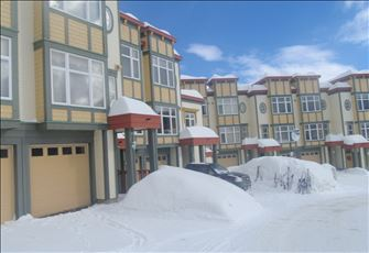 Deluxe 3 Bedroom/3 Bath Ski in/Ski out Townhome in Prime Location