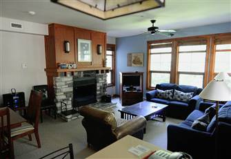 Tremblant-Les-Eaux Condo, Ideally Located for Summer and Winter Activities