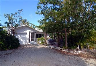 Cozy Three Bedroom Sanibel