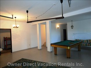 Garage with Billiards Table (without Air Conditioning)