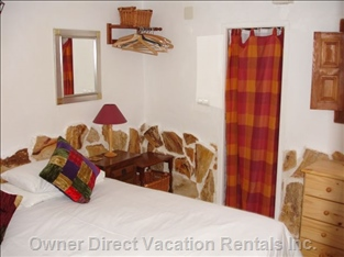 Master Bedroom of Reef Cottage, Double Or Twin Beds Available.