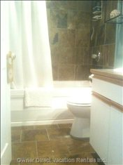 Main Bathroom W / Soaker Tub