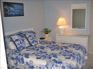 Ocean Bedroom W/Entry to Lanai
