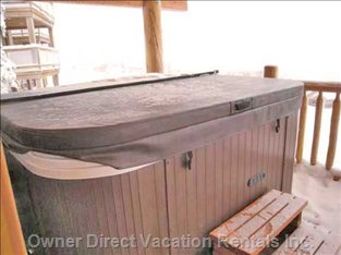 Private Hot Tub on Balcony Overlooking Mountains.