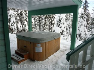 Private Covered Hot-tub with Awesome Views