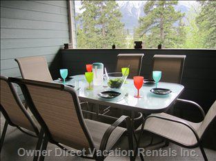 Patio Table with Mountain Views of the 3 Sisters, Ha Ling and MT Rundle