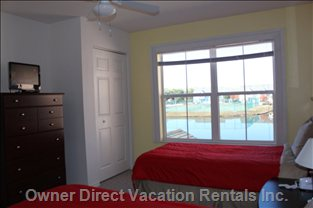 2nd Bedroom 19 Inch Hdtv - Waterfront Views Are Gorgeous. Can See Disney Fireworks at Night Too.