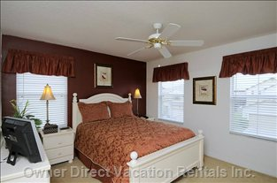 Beautifully Decorated Queen Master En Suite