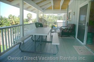 Massive Back Lanai with Own Picnic Table & Sofa/Futon.