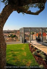 Beautiful Gardens (3000m2) with an Incredible View over Lisbon