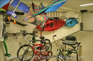 2 Car Garage with Bikes and Kayaks Available