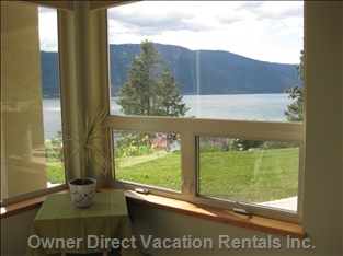 Wake up Every Morning to the Beautiful Okanagan Lake.