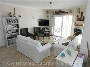 Comfortable Living Room with TV, Ac and many other Facilitites
