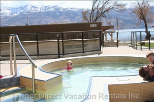 Hot Tub - Notice How Close the Lake is in the Background!