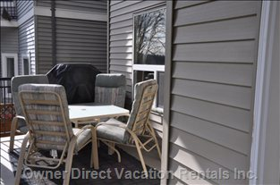 Private Covered Patio and Bbq Area. - .the Door beside the outside Eating Area Leads to the Kitchen So it is Very Convenient to Barbeque.