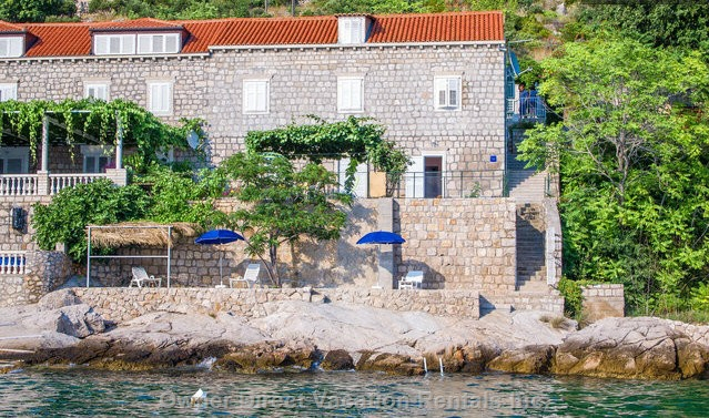 Apartment fronting rocky beach just 4km away from Dubrovnik Ferry Port going Elaphite Islands and Italy