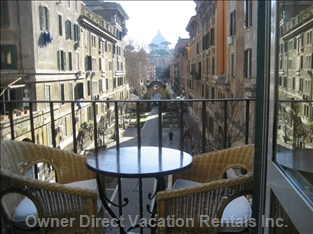 Charming apartment only 5 minutes away from St. Peter's cupola