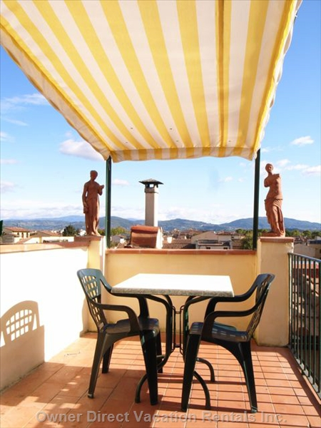 Luxury apartment with balcony overlooking Florence