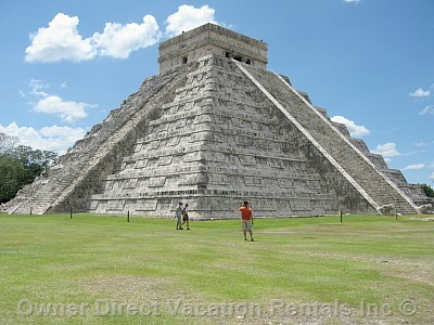 Chichten Itza close to Casa de Los Pianos