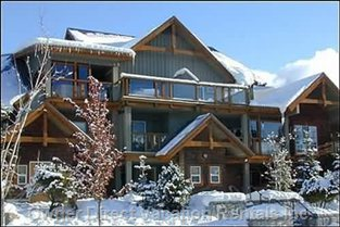 Glaciers Reach in the Winter  - Glaciers Reach has a West Coast Contemporary Design.